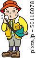 ハイキング中に汗をかく男性 50116078