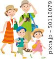 ピクニックに出かける家族 50116079
