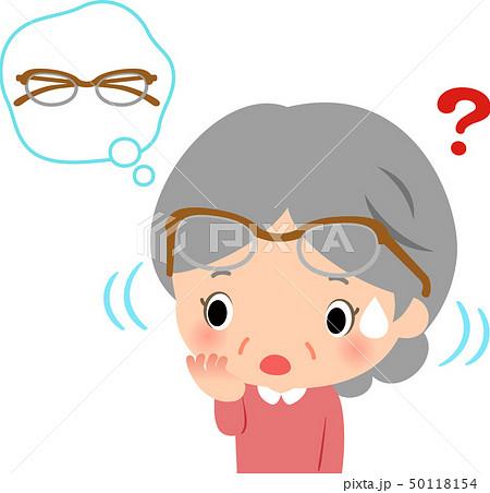 眼鏡をつけたまま眼鏡を探すシニア女性 50118154