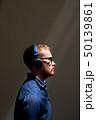 ヘッドフォン 人 男の写真 50139861