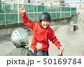 子供 スケートパーク 遊ぶ 50169784