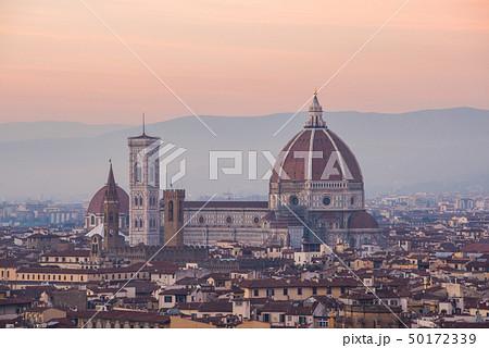 イタリア フィレンツェ ミケランジェロ広場からのフィレンツェ市街地の景色 50172339