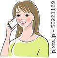 女性 携帯電話 スマートフォンのイラスト 50221129