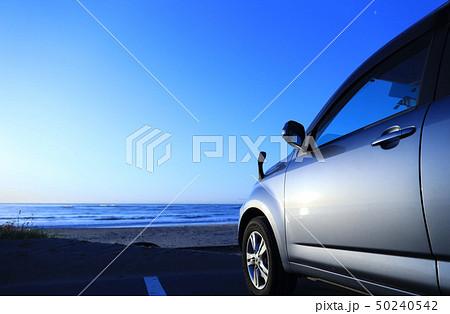 自動車と海岸 50240542