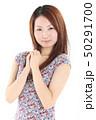 爽やかなワンピースを着た女性 50291700