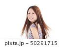 爽やかなワンピースを着た女性 50291715