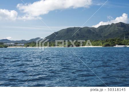 海から見た石垣島の川平湾 50318145