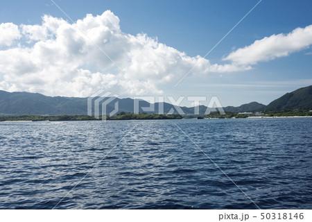 海から見た石垣島の川平湾 50318146