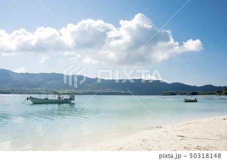 石垣島の川平湾と小舟 50318148