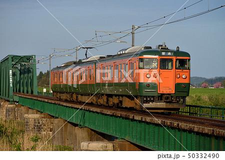 信濃川分水橋梁を渡る115系越後線3両 50332490
