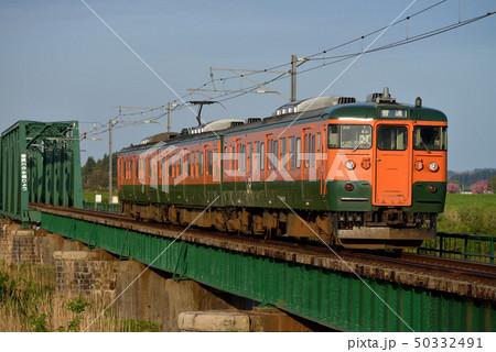 信濃川分水橋梁を渡る115系越後線3両 50332491