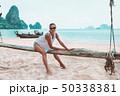 ビーチ 浜辺 女性の写真 50338381