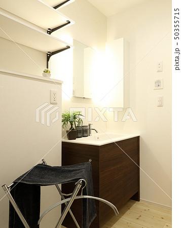 デザイナーズハウス お洒落な洗面脱衣室 50355715