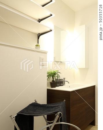 デザイナーズハウス お洒落な洗面脱衣室 50355716