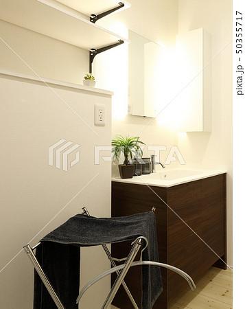 デザイナーズハウス お洒落な洗面脱衣室 50355717