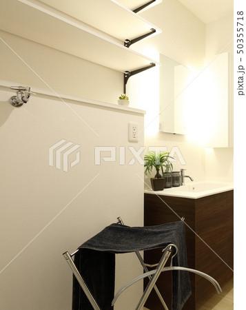 デザイナーズハウス お洒落な洗面脱衣室 50355718