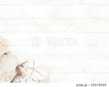 背景-海-夏-ビーチ-貝殻-砂-ウッドデッキ-白木 50379595