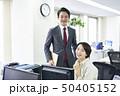 ビジネスマン ビジネスウーマン オフィスの写真 50405152