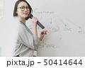 女性 セミナー ホワイトボードの写真 50414644