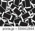 たくさんの廃棄されたスマートフォン 50441944