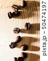 コーヒー豆の接写 50474197