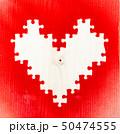 ハート型のパズルに赤いスプレーで抜かれた図 50474555