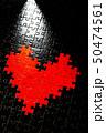 黒地にハート型のジグソーパズル 50474561