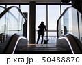 エスカレーター オフィス ビジネスマンの写真 50488870