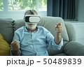 老人 ヘッドセット 人の写真 50489839