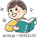 子供 男の子 本のイラスト 50502142