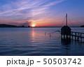 東郷湖と夕陽 50503742