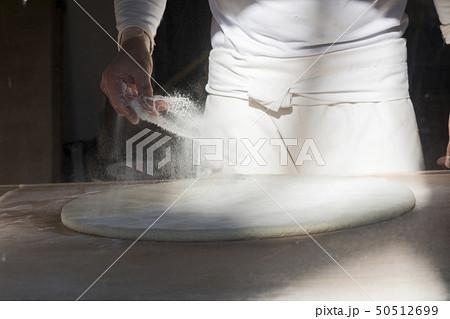 蕎麦を打つ 捏ねる 50512699