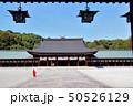 畝傍山を背景に 橿原神宮 外拝殿より凛とした空間から本殿を望む 50526129