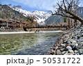 長野県 春の上高地 河童橋と雪山の穂高連峰 50531722