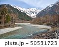 長野県 春の上高地 雪山の穂高連峰と梓川 50531723