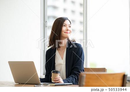 ビジネスシーン 女性 50533944