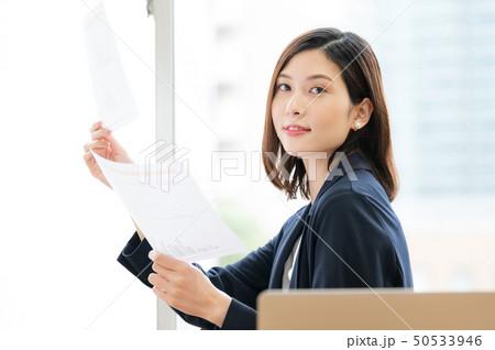 ビジネスシーン 女性 50533946