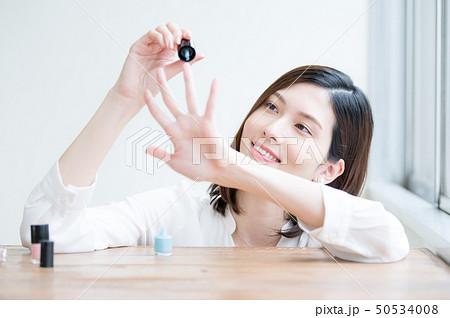 コスメ ビューティー 女性 50534008