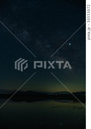 天の川と星空の夜景 50553072