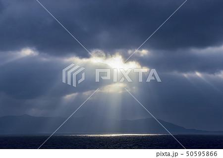 雲間から射す薄明光線(天使のはしご) 50595866