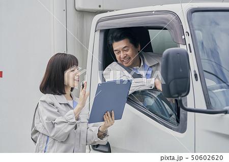 トラック 作業員 50602620