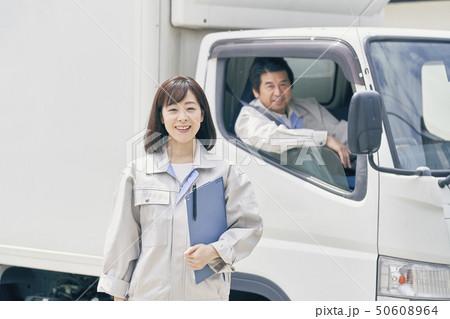 トラック 作業員 50608964