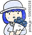 花束 女の子 色鉛筆風のイラスト 50650258