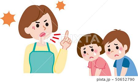子供を叱る母親 50652790