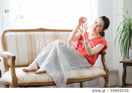 コスメ ビューティー 女性 50669256