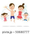 ポップな家族 水着を着て元気にジャンプ 海岸 50680777