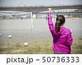サッカーの応援をする女性 後ろ姿 50736333