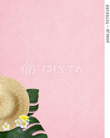背景-海-夏-ビーチ-モンステラ-プルメリア-麦わら帽子-ピンク 50769169