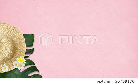 背景-海-夏-ビーチ-モンステラ-プルメリア-麦わら帽子-ピンク 50769170
