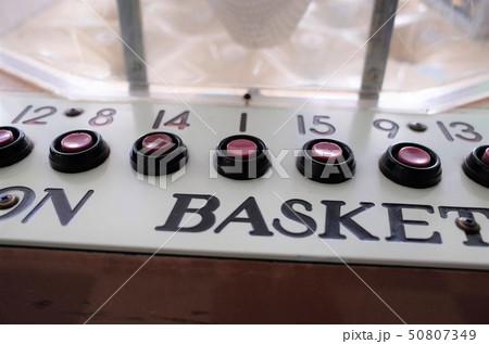 レトロなゲームセンター、バスケットボール、アナログゲーム 50807349